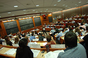 English: Inside a Harvard Business School class